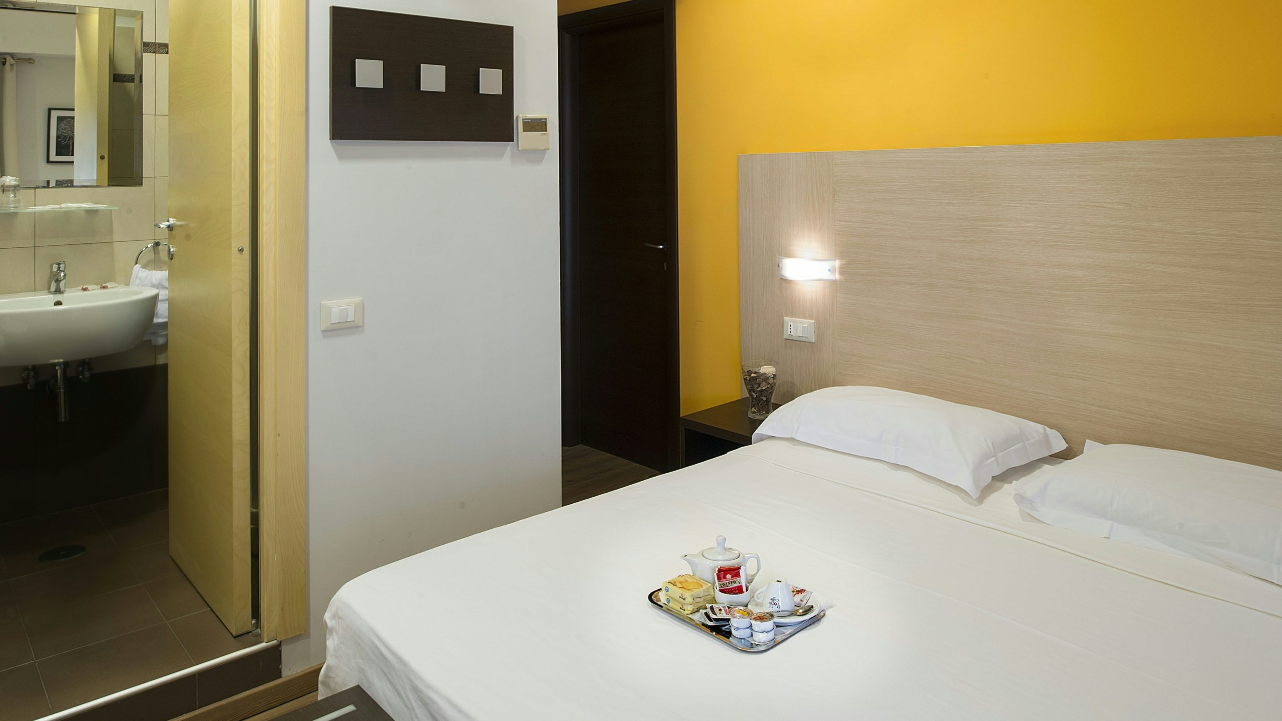 hotel-relais-san-pietro-rome-standard-room-09