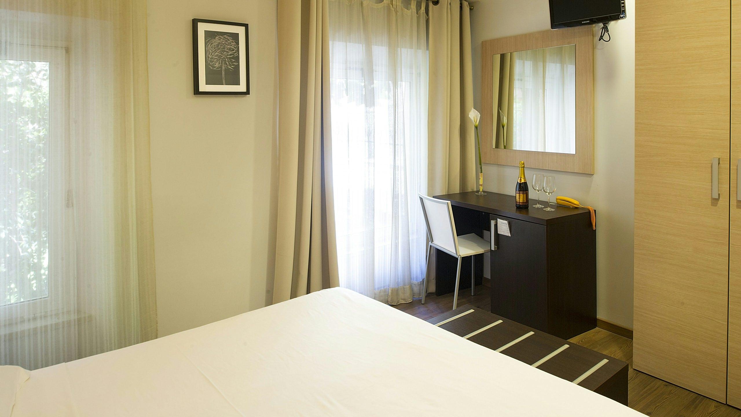hotel-relais-san-pietro-rome-standard-room-10